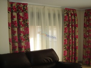 Cortinas estampadas con visillo sutil
